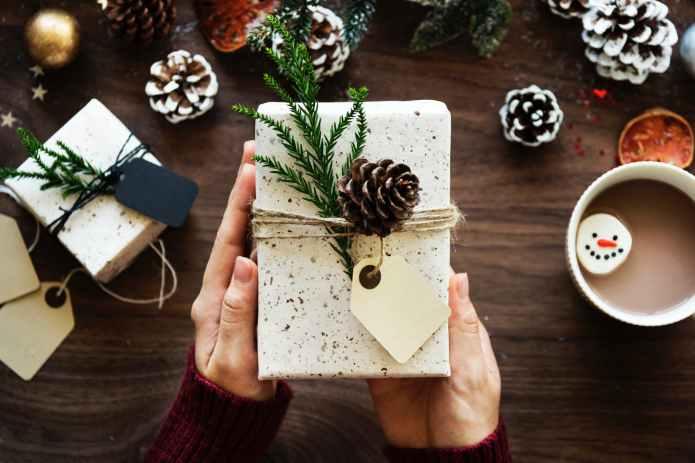pinecone present hot chocolate gift christmas xmas